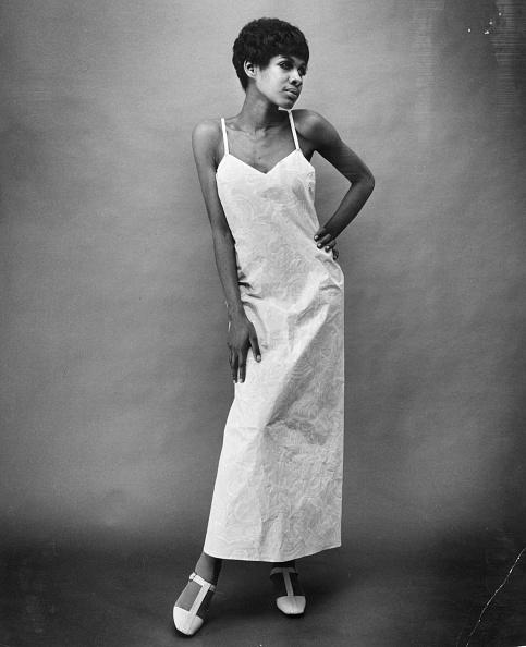 T-strap Shoe「Long Dress」:写真・画像(0)[壁紙.com]