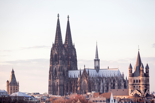 Cathedral「Germany, Cologne, view to city hall, Cologne Cathedral and Gross Sankt Martin」:スマホ壁紙(8)