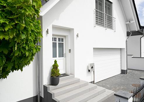 Cologne「Germany, Cologne, entrance of white new built one-family house」:スマホ壁紙(8)