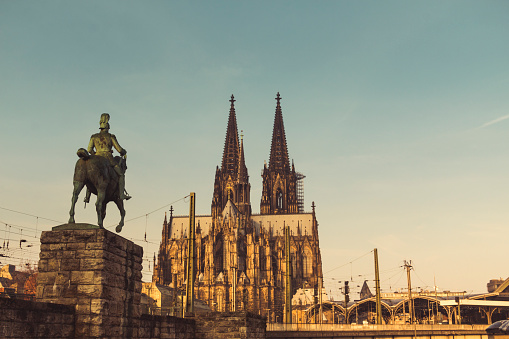 Horse「Germany, Cologne, view to equestrian sculpture of Wilhelm II, Cologne Cathedral and central station」:スマホ壁紙(0)