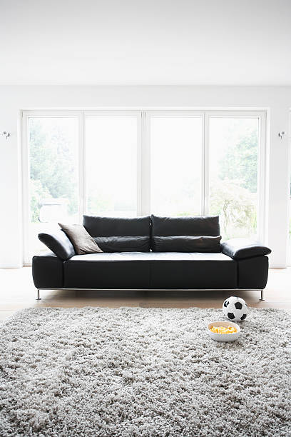 Germany, Cologne, Football and chips in front of couch:スマホ壁紙(壁紙.com)
