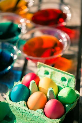 イースター「Germany, Coloful Easter eggs in cardboard box」:スマホ壁紙(16)