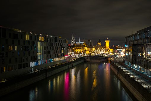 Cologne「Germany, Cologne, Rheinauhafen, Christmas market at Imhoff chocolate museum by night」:スマホ壁紙(14)