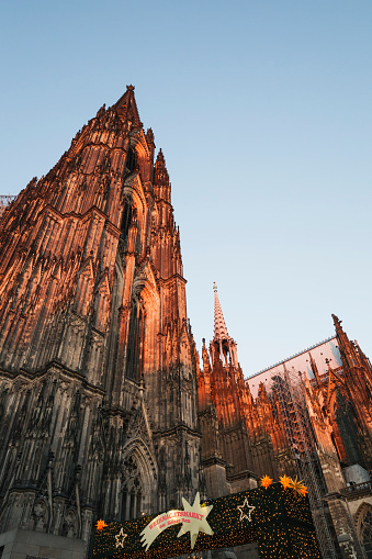 star sky「Germany, Cologne, Cologne Cathedral at Christmas time」:スマホ壁紙(11)