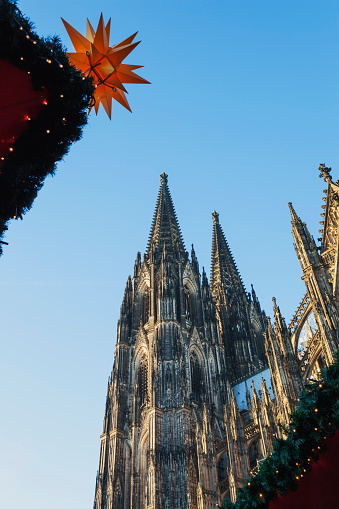 star sky「Germany, Cologne, view to Cologne Cathedral at Christmas time」:スマホ壁紙(10)