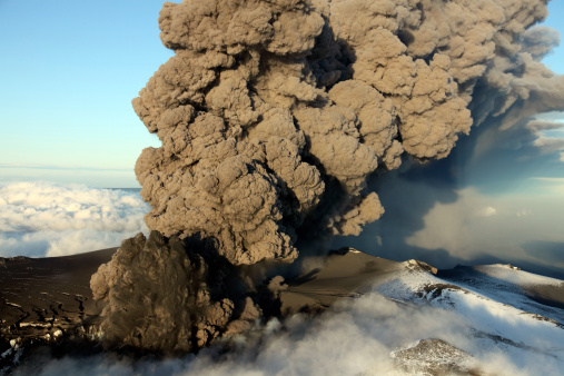 Active Volcano「May 12, 2010 - Aerial view of ash cloud eruption from Eyjafjallajokull Volcano, Iceland.」:スマホ壁紙(4)
