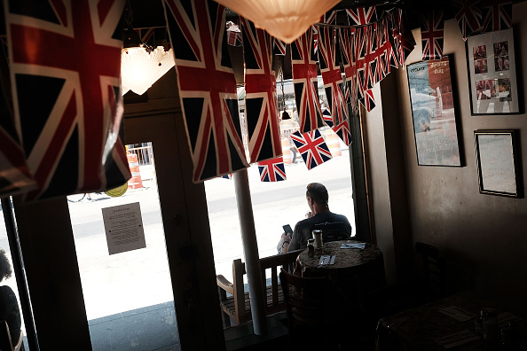 Ceiling「World Stunned By Britain's Vote To Leave European Union」:写真・画像(17)[壁紙.com]