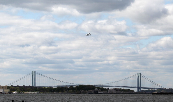 Bruce Bennett「Space Shuttle Enterprise Arrives In New York Atop A 747」:写真・画像(2)[壁紙.com]