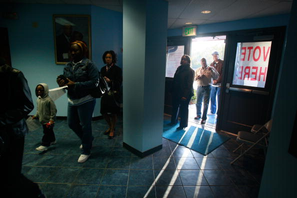 African-American Ethnicity「African Americans In South Celebrate Obama's Historic Win」:写真・画像(15)[壁紙.com]