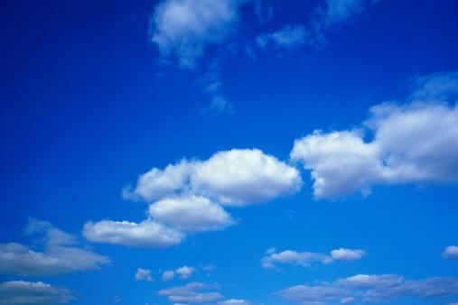 雲「Cumulus clouds in blue sky」:スマホ壁紙(14)