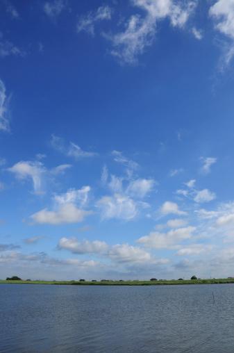 Katori City「Cumulus Clouds Over River」:スマホ壁紙(14)