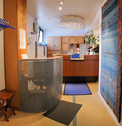 Hotel Reception「Reception area medical office entrance registration desk」:スマホ壁紙(2)