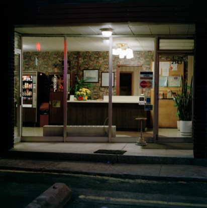 Hotel Reception「Reception area in motel seen from street」:スマホ壁紙(18)