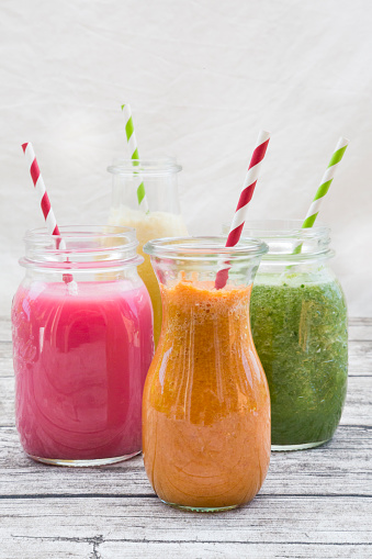 Carrot「Four glasses of different smoothies」:スマホ壁紙(16)
