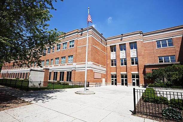 School Building in West Ridge, Chicago:スマホ壁紙(壁紙.com)