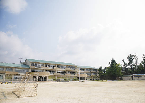 School building:スマホ壁紙(壁紙.com)