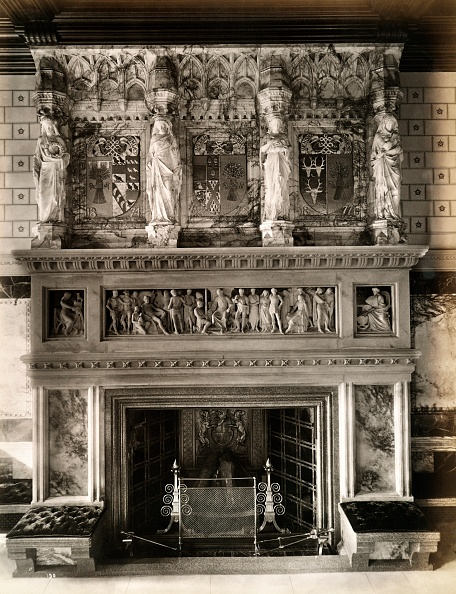 Mantelpiece「Fireplace And Ornate Mantlepiece In The Saloon At Eaton Hall」:写真・画像(1)[壁紙.com]