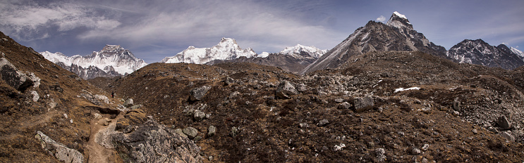 Sagarmāthā National Park「The trek to the Forth and Fifth Lakes near Gokyo with Cho Oyu in the background, Everest Base Camp via Gokyo Trek, Nepal」:スマホ壁紙(10)