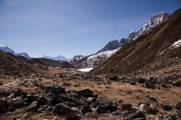 The trek to the Forth and Fifth Lakes near Gokyo, Everest Base Camp via Gokyo Trek, Nepal:スマホ壁紙(壁紙.com)