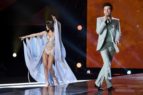 ファッション「2017 Victoria's Secret Fashion Show In Shanghai - Show」:写真・画像(3)[壁紙.com]