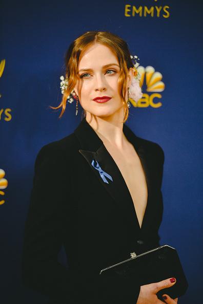 ドロップイヤリング「70th Emmy Awards - Creative Perspective」:写真・画像(17)[壁紙.com]