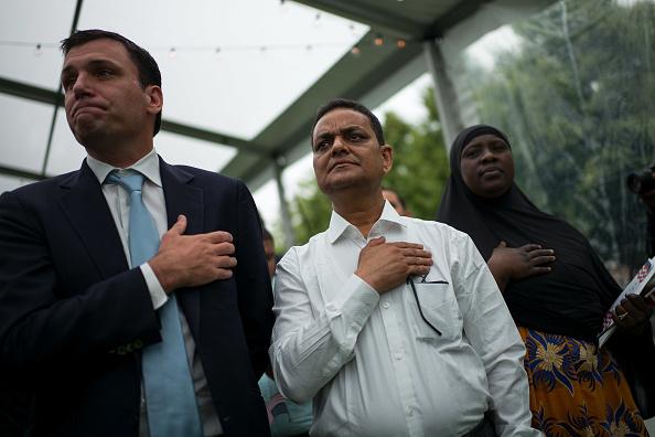 Drew Angerer「Naturalization Ceremony Held On New York's FDR Park」:写真・画像(11)[壁紙.com]