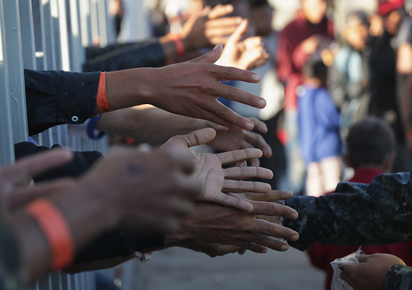 Charity and Relief Work「Immigrant Caravan Members Arrive At U.S.-Mexico Border」:写真・画像(11)[壁紙.com]