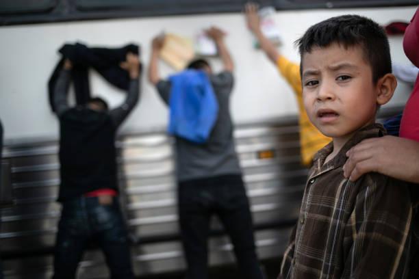 US Border Patrol Receives Asylum Seekers In Texas' Rio Grande Valley:ニュース(壁紙.com)