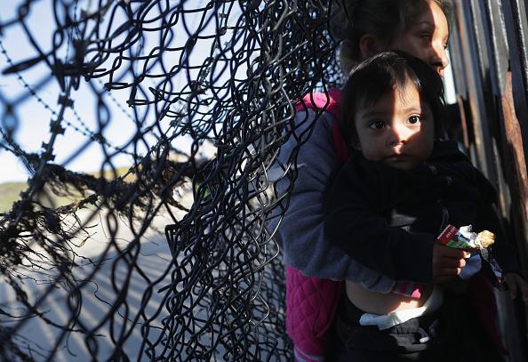 Baja California Peninsula「Immigrant Caravan Members Continue To Gather At U.S.-Mexico Border」:写真・画像(11)[壁紙.com]