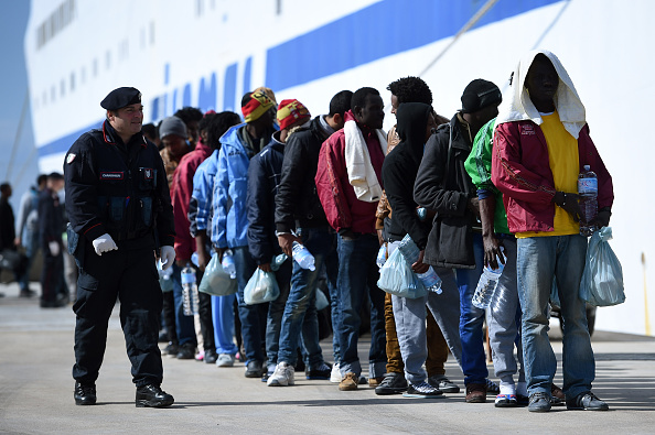 2015-2016 European Migrant Crisis「Situation Critical After Hundreds Of Migrants Arrive On Lampedusa Following Rescue Operation」:写真・画像(3)[壁紙.com]