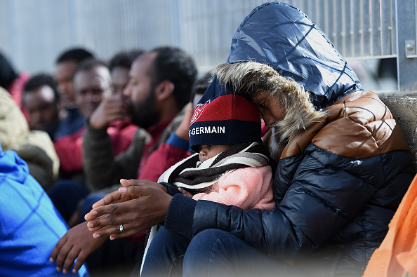 Waiting「Situation Critical After Hundreds Of Migrants Arrive On Lampedusa Following Rescue Operation」:写真・画像(6)[壁紙.com]