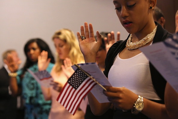 USA「Naturalization Ceremony Held At Annual League Of United Latin American Citizens Convention」:写真・画像(6)[壁紙.com]