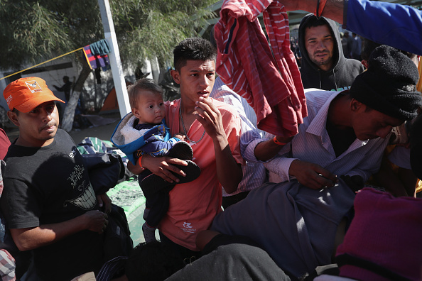 Baja California Peninsula「Migrant Caravan Arrives To Tijuana At US-Mexico Border」:写真・画像(15)[壁紙.com]