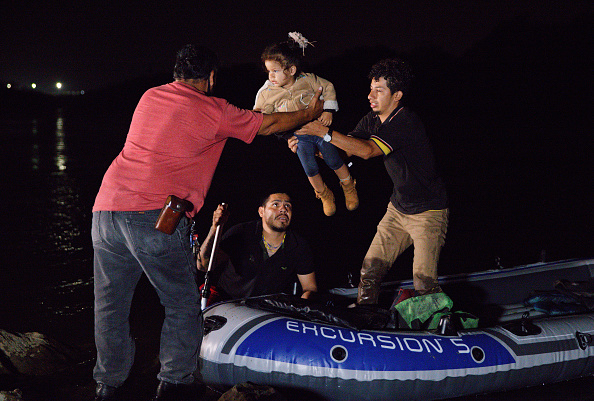 Human Role「Migrants Cross Into Texas From Mexico」:写真・画像(11)[壁紙.com]