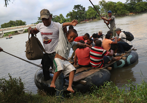 Guatemala「Migrant Caravan Crosses Into Mexico」:写真・画像(12)[壁紙.com]