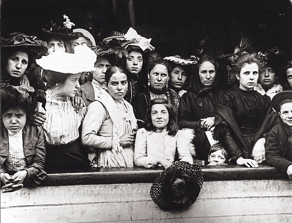 Arrival「Immigrants On Board Of A Ship Arriving In New York. Usa. Photograph. About 1910.」:写真・画像(7)[壁紙.com]