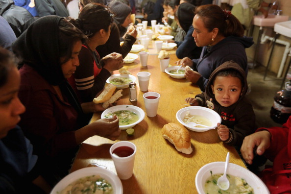 Family「Aid Initiative Feeds Recently Deported Immigrants」:写真・画像(12)[壁紙.com]