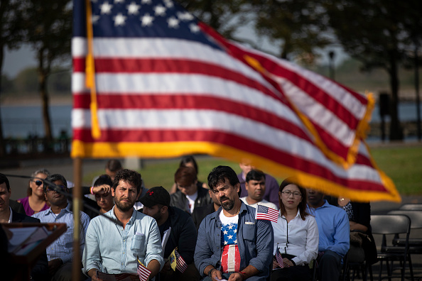 Ceremony「Liberty State Park Hosts Naturalization Ceremony For Immigrants To U.S.」:写真・画像(3)[壁紙.com]