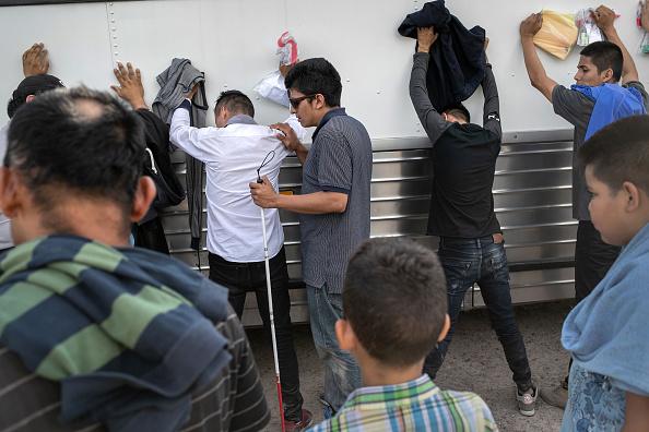 El Salvador「US Border Patrol Receives Asylum Seekers In Texas' Rio Grande Valley」:写真・画像(19)[壁紙.com]