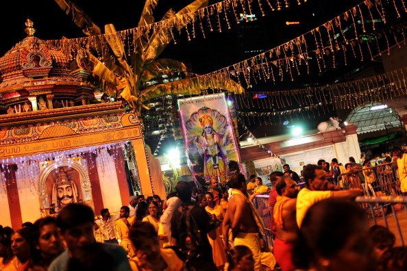 Fire Pit「Hindus Firewalk During Theemidhi Festival」:写真・画像(12)[壁紙.com]