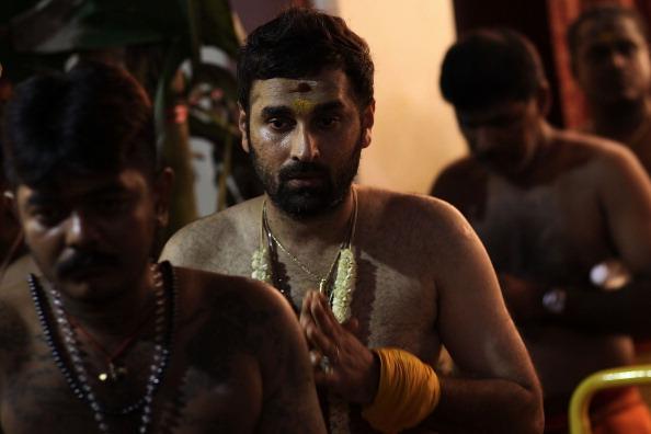 Fire Pit「Hindus Firewalk During Theemidhi Festival」:写真・画像(14)[壁紙.com]