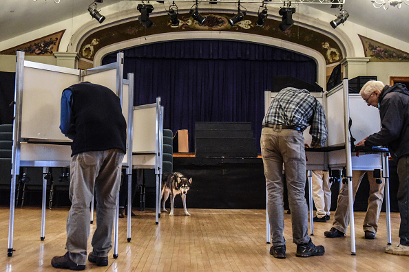 Stowe - Vermont「Voters Across The Country Head To The Polls For The Midterm Elections」:写真・画像(5)[壁紙.com]