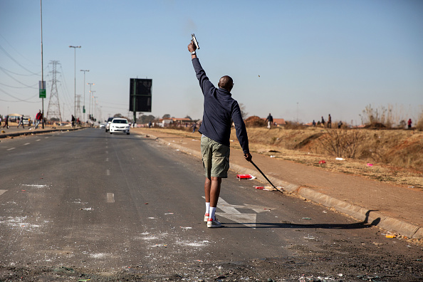 South Africa「Violence And Looting Continue In Gauteng」:写真・画像(4)[壁紙.com]