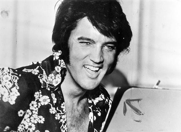 エルヴィス・プレスリー「Laughing Elvis」:写真・画像(0)[壁紙.com]