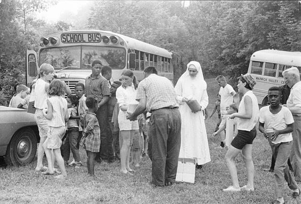 School Bus「Educational Trips」:写真・画像(4)[壁紙.com]