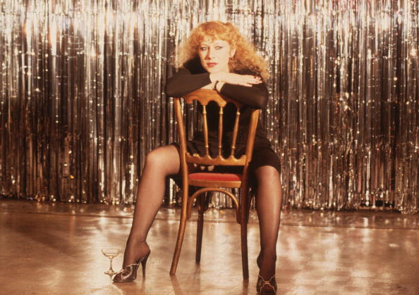 座る「Helen Mirren」:写真・画像(17)[壁紙.com]