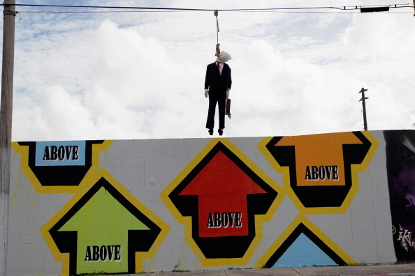 Wire Rope「Effigy Of Wall Street Banker Hangs By Freeway In Miami」:写真・画像(3)[壁紙.com]