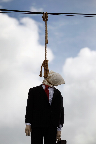 Wire Rope「Effigy Of Wall Street Banker Hangs By Freeway In Miami」:写真・画像(2)[壁紙.com]