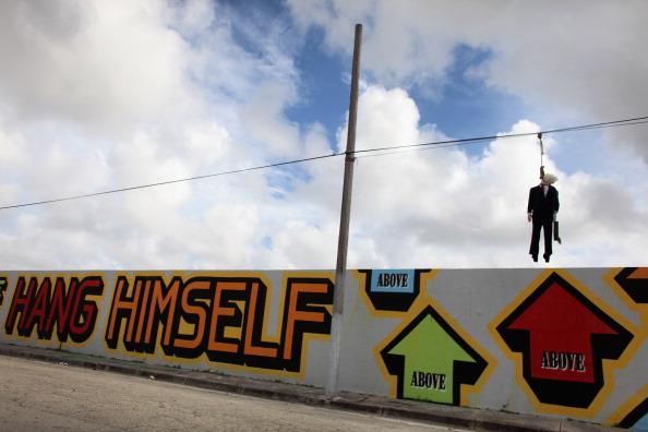 Wire Rope「Effigy Of Wall Street Banker Hangs By Freeway In Miami」:写真・画像(0)[壁紙.com]