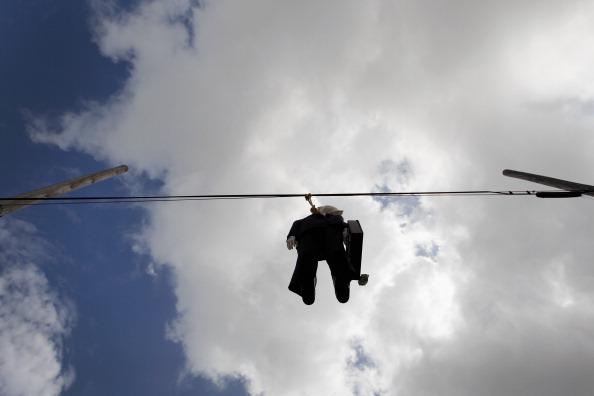 Wire Rope「Effigy Of Wall Street Banker Hangs By Freeway In Miami」:写真・画像(4)[壁紙.com]
